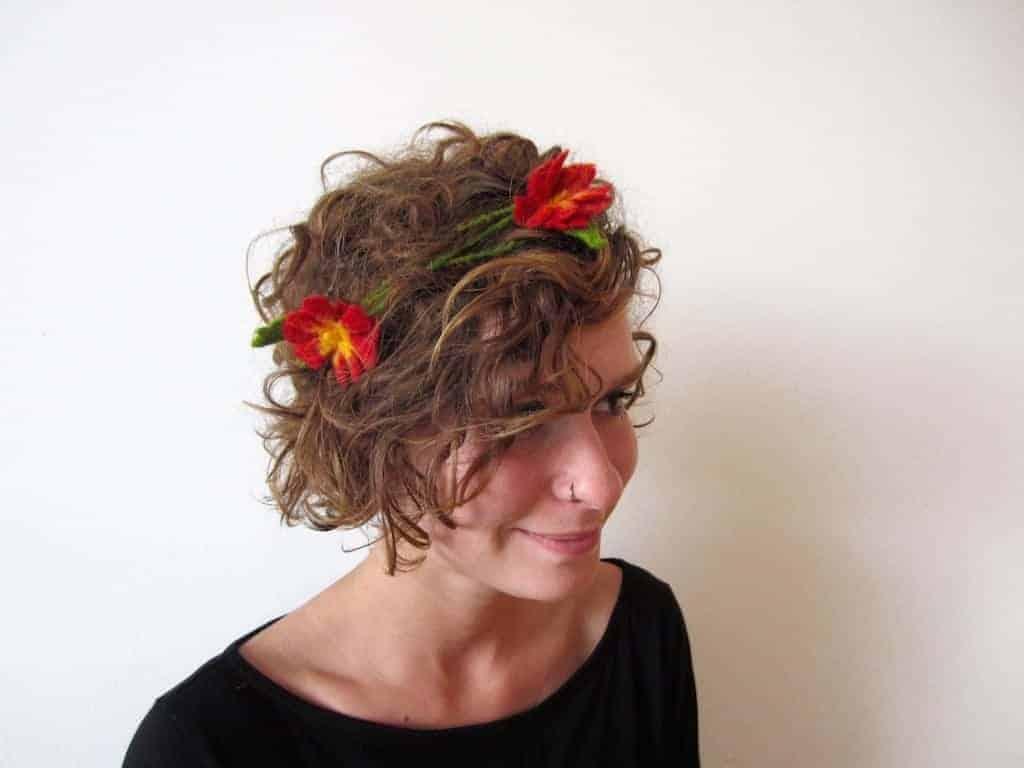 Blumenketten als Haarschmuck
