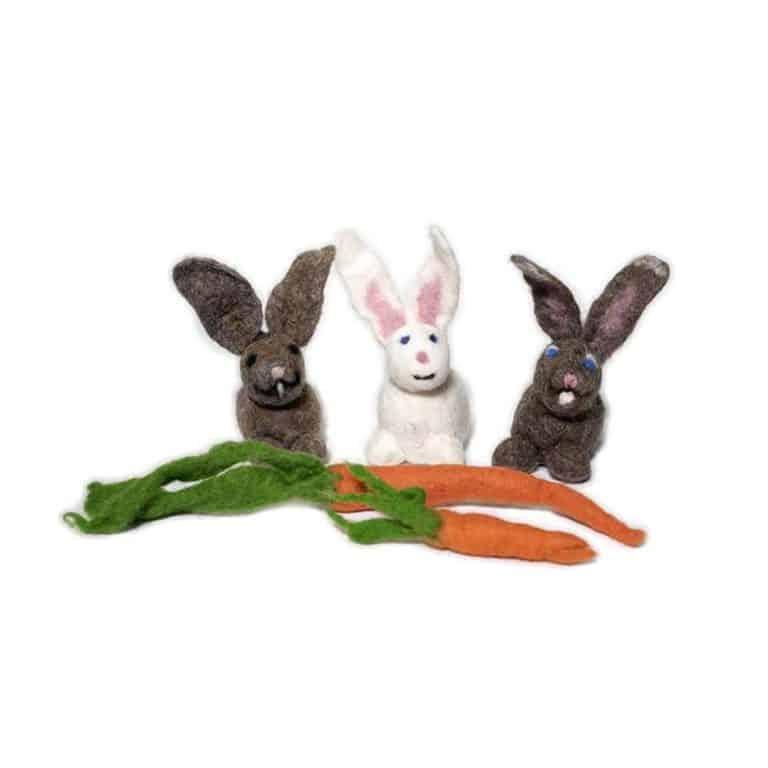 Hasen und Karotten aus Schafwolle