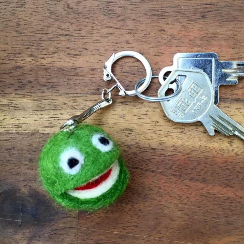 Schlüsselanhänger aus Schafwolle filzen